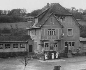 Das Gasthaus mit Tankstelle (50er Jahre)